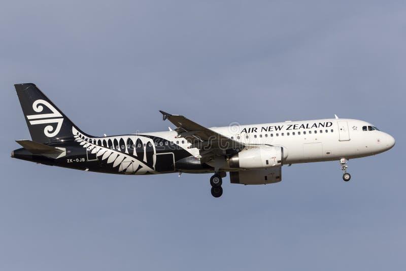 Air New Zealand Airbus A320-232 ZK-OJB à l'approche à la terre à l'aéroport international de Melbourne photos stock
