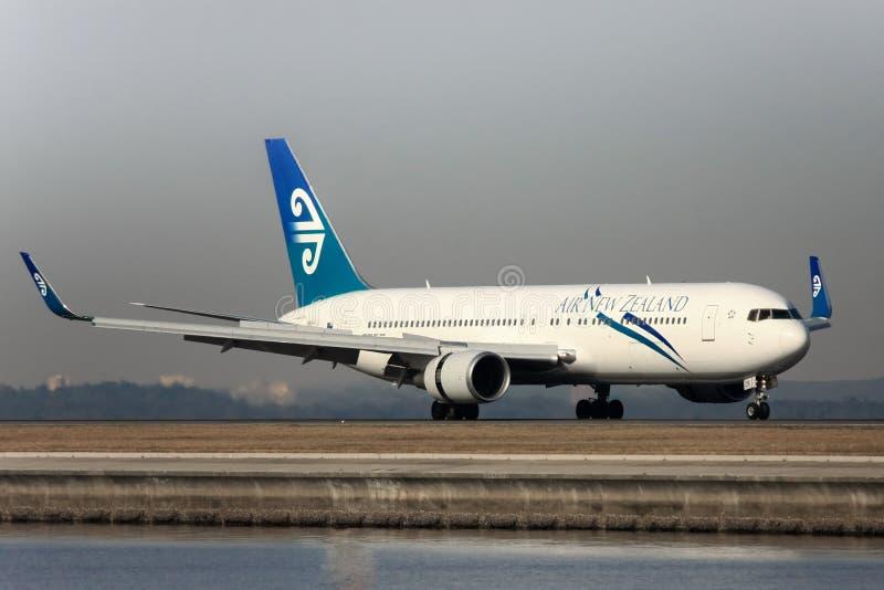 Air New Zealand Boeing 767 sur la piste photos libres de droits