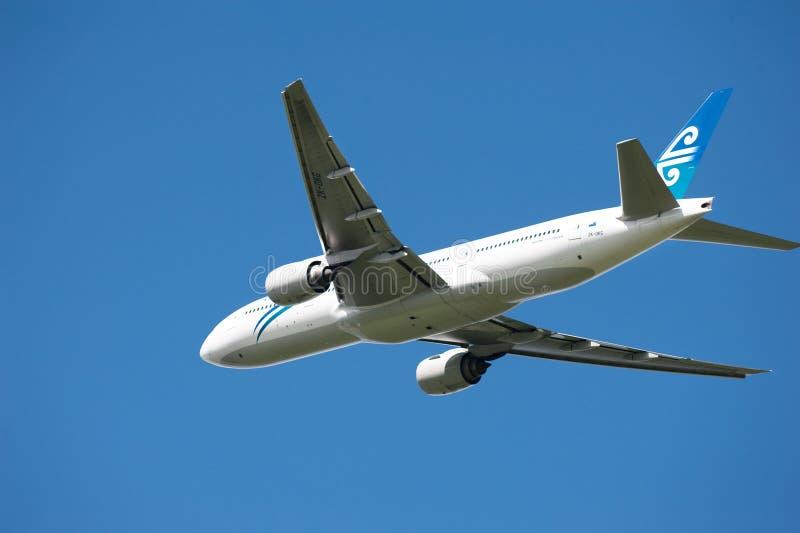 Air New Zealand Boeing 777 en vol image stock