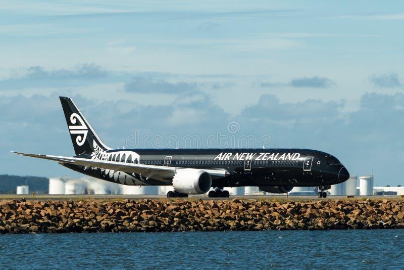 Air New Zealand Boeing 787 Dreamliner sur la piste images stock