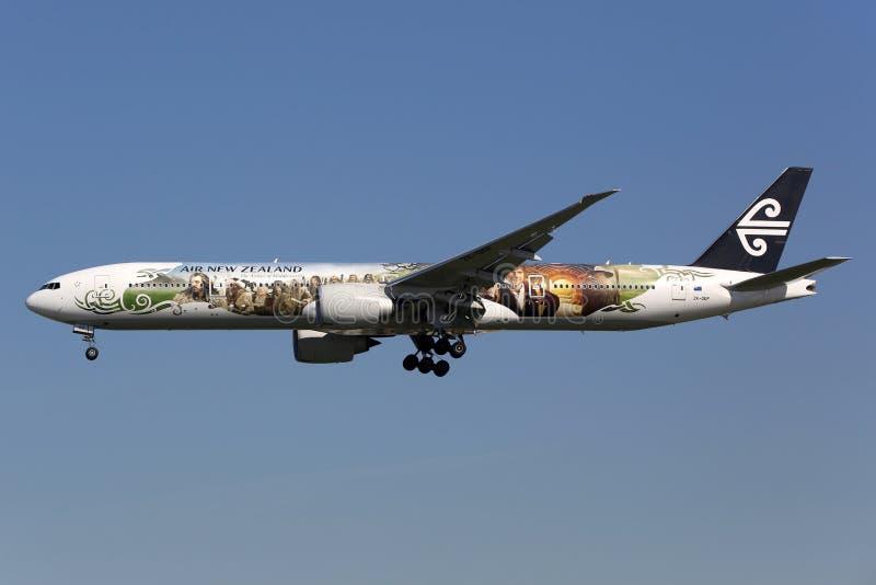 Air New Zealand Boeing 777-300ER Hobbit flygplan royaltyfri bild