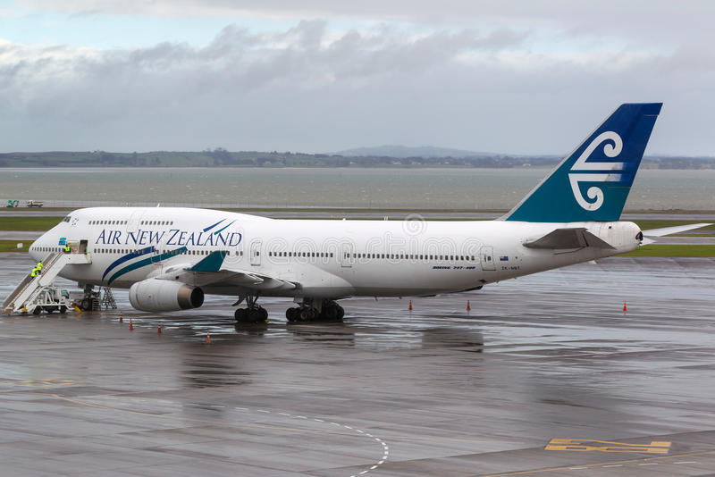 Air New Zealand Boeing 747-419 ZK-NBT sur le macadam à l'aéroport international d'Auckland image stock