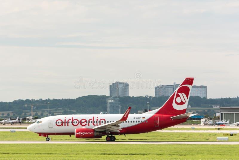 AirBerlin samolot przy Stuttgart lotniskiem zdjęcie royalty free