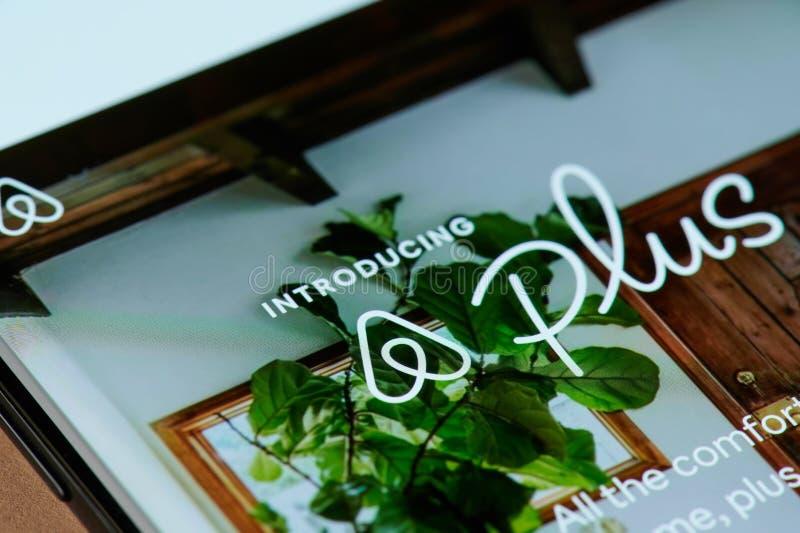 Airbnb плюс меню применения стоковые фото
