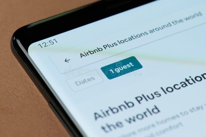 Airbnb plus appmeny royaltyfria bilder