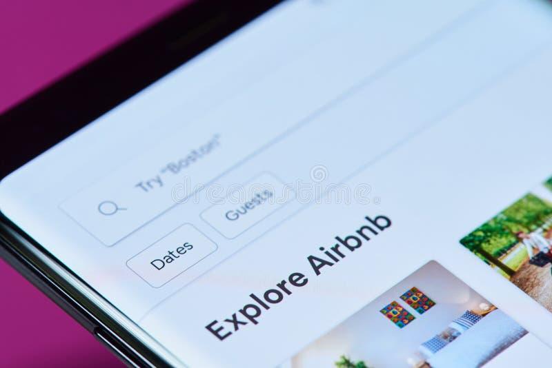 Airbnb réservant le menu d'APP photographie stock libre de droits