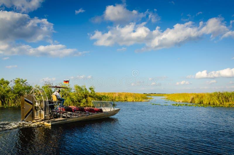 Airboat болотистых низменностей - Флорида стоковое изображение rf