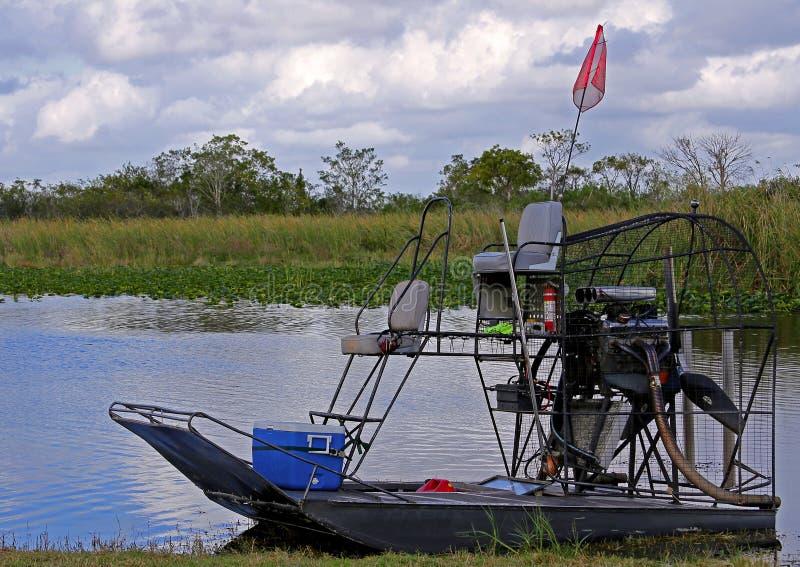 Airboat в болотистых низменностях Флориды стоковая фотография