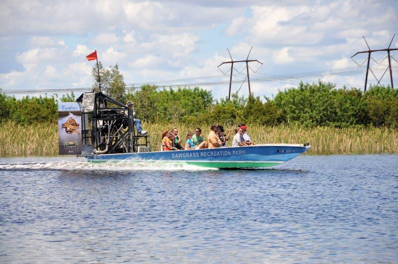Airboat на болотистых низменностях стоковые фото