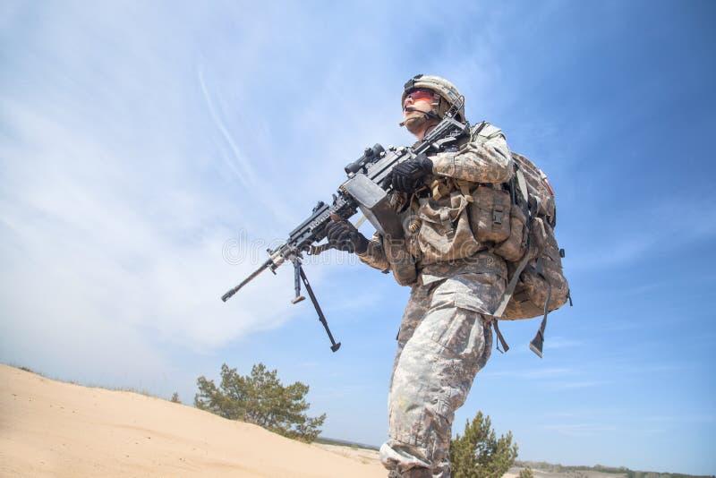Download Airborne fotografia stock. Immagine di cinghia, posizione - 55352710