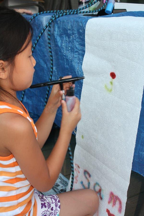 Airbrushing da rapariga imagens de stock