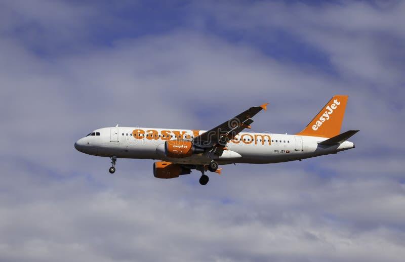 Airbus A320-214 - εύκολο αεριωθούμενο αεροπλάνο στοκ εικόνες