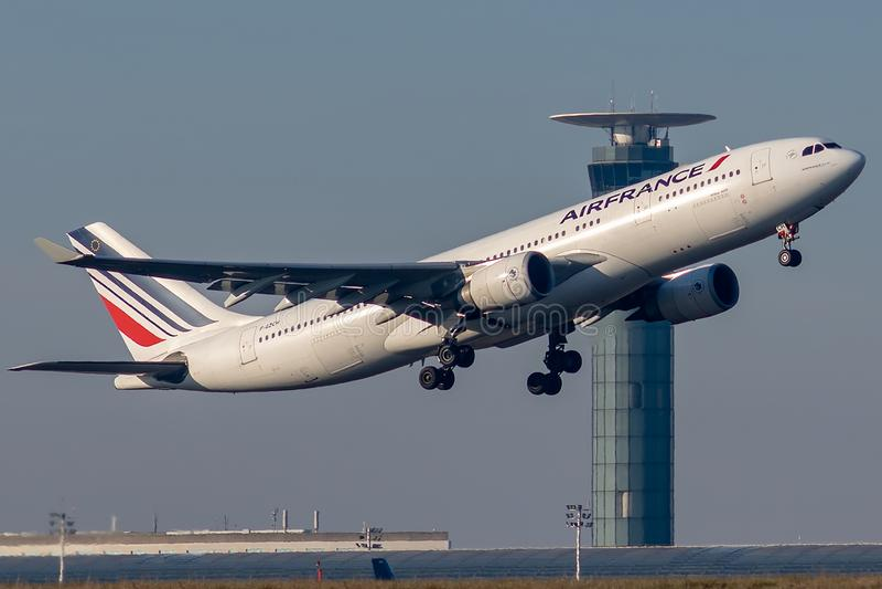 Airbus A330-203 που χρησιμοποιείται με την απογείωση Air France στοκ εικόνες με δικαίωμα ελεύθερης χρήσης