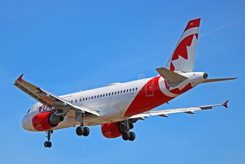 Airbus A319-100 ρουζ του Air Canada οπισθοσκόπο στοκ εικόνα