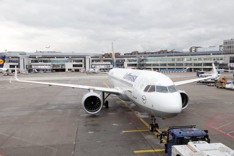 Airbus της Lufthansa A320 νεω στον αερολιμένα της Φρανκφούρτης στοκ εικόνα με δικαίωμα ελεύθερης χρήσης