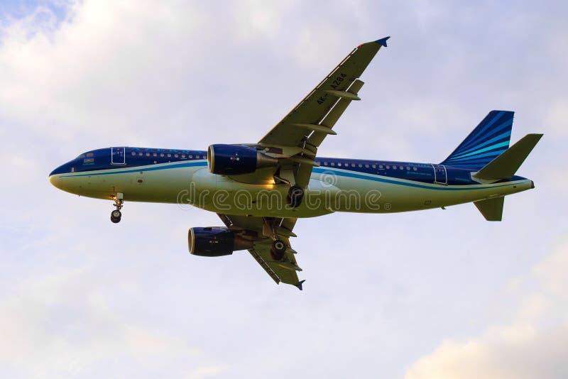 "Airbus A320-200 ""Kurdamir ""4K-AZ84 των αερογραμμών AZAL Αζερμπαϊτζάν στοκ εικόνες"