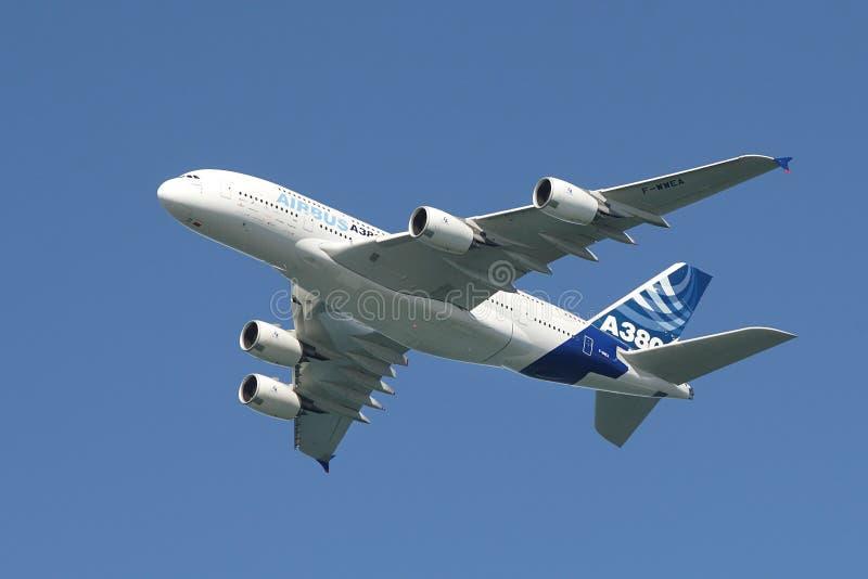 Airbus A380 dans le ciel. photographie stock