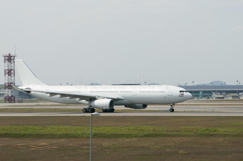 Airbus A330 décollent image stock