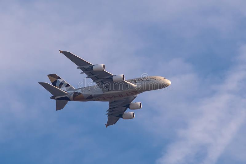 Airbus A380-861 d'Etihad Airways en vol photo libre de droits