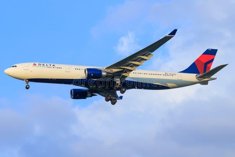 Airbus a330 de delta photographie stock