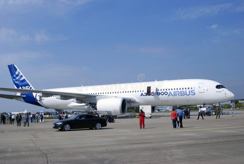 Airbus A350 an MAKS-internationalem Luftfahrtsalon lizenzfreie stockbilder