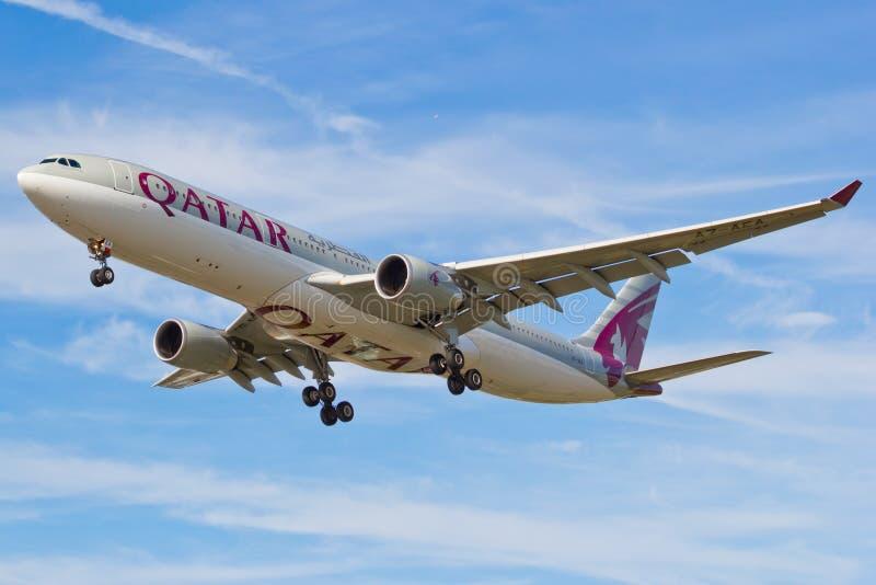 Airbus A330 Qatar Airways. photos libres de droits