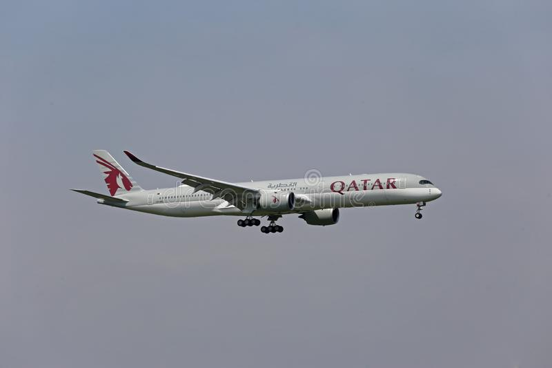 Qatar Airbus A350-1000 landing royalty free stock images