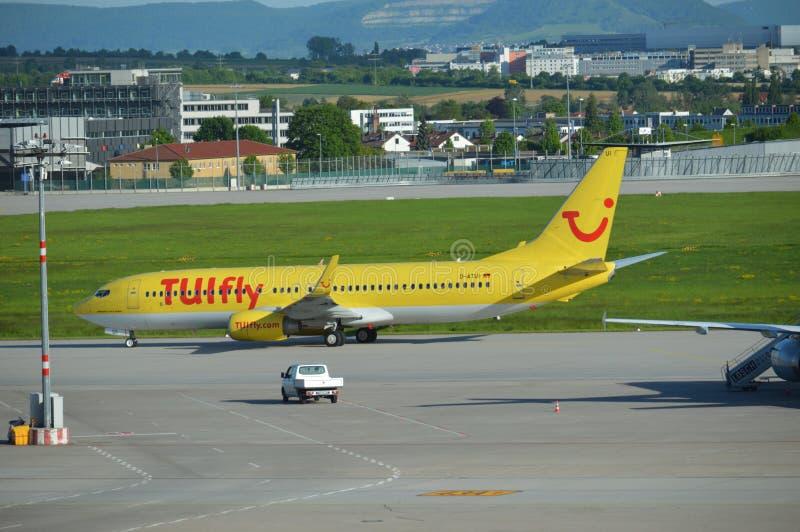 Airbus que lleva en taxi 3 imagenes de archivo