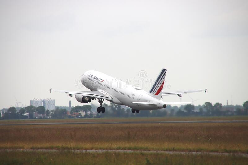 Airbus 320 signcode F-GKXPof Airfrance is taking off the Polderbaan strip of Amsterdam Airport stock images