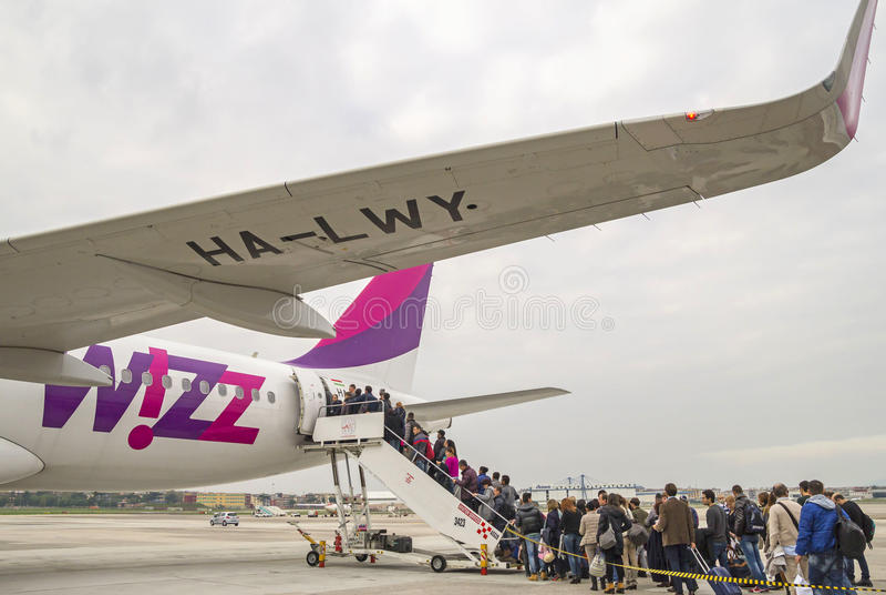 Airbus Wizzair στον αερολιμένα Capodichino Νάπολη στοκ εικόνα