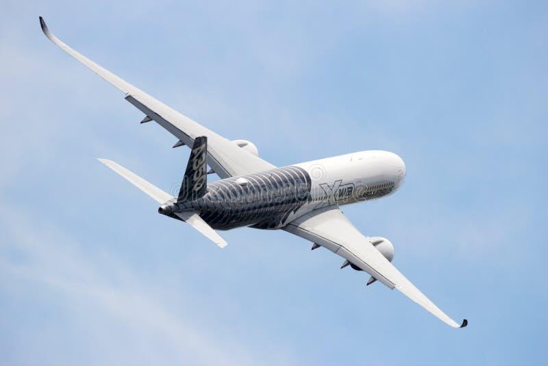 Airbus A350 XWB entfernen sich stockfoto