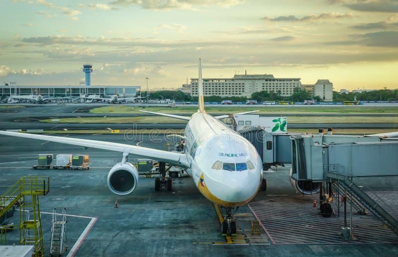 Aircarfts no aeroporto de NAIA em Manila, Filipinas imagem de stock