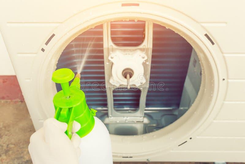 Airconditioner het schoonmaken stock fotografie
