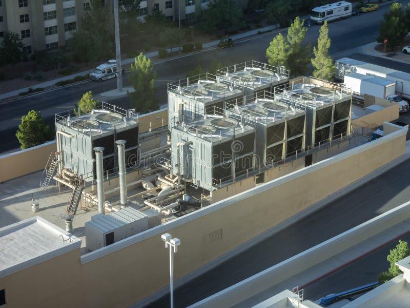Airconditioners voor commercieel hotel op dak royalty-vrije stock foto