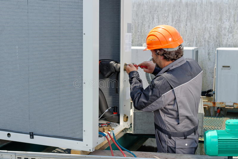 Airconditioningsreparatie, stock afbeelding