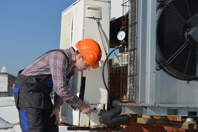 Airconditioningsreparatie stock foto