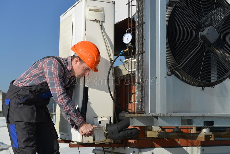 Airconditioningsreparatie royalty-vrije stock afbeelding