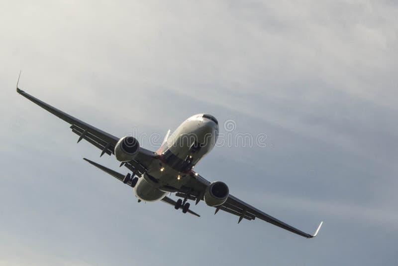 Aircradt op het landen benadering royalty-vrije stock foto's
