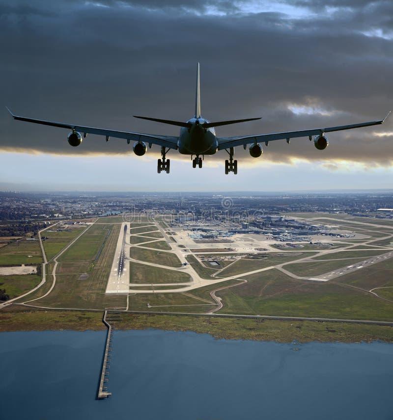 Aircrafft przed lądować zdjęcie stock