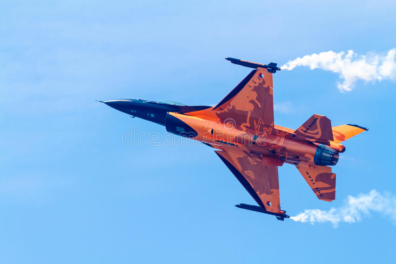 Download Aircraft F-16 Demo Team editorial stock image. Image of aviators - 27036274