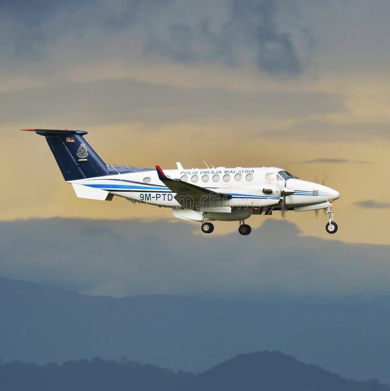 AircraftMalaysia - registrodo rei Air de Beechcraft 350 do vendedor ambulante da polícia (B300) :9M-PTDMSN:FL-680 fotos de stock