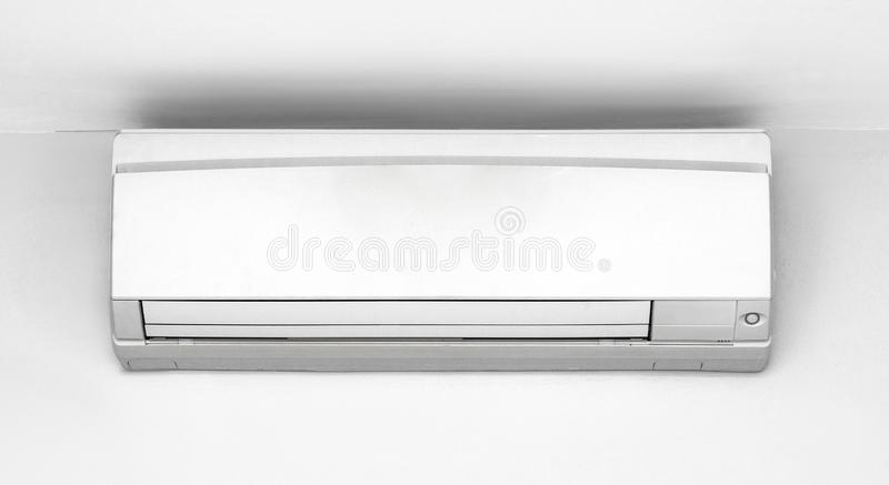 Aire acondicionado en la pared foto de archivo