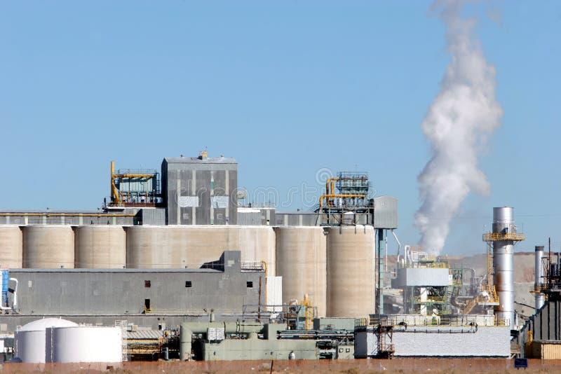 Aire de la contaminación del edificio industrial fotos de archivo libres de regalías