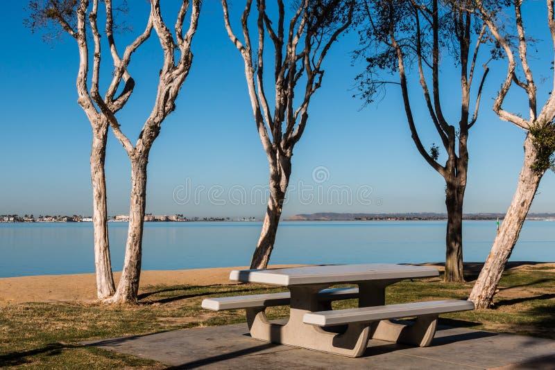 Aire de pique-nique au parc de Chula Vista Bayfront à San Diego photo stock