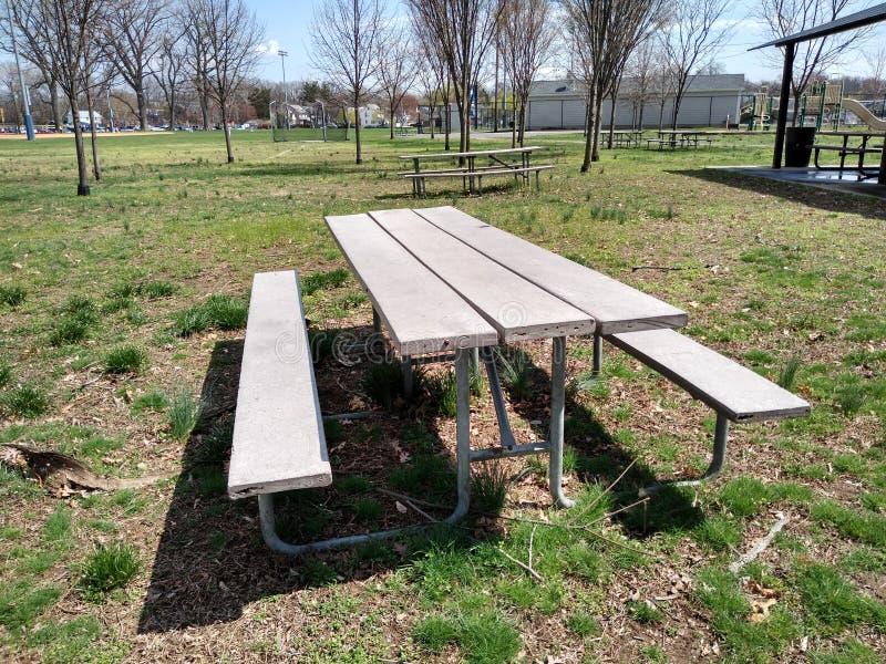 Aire de pique-nique en parc public, Rutherford, NJ, Etats-Unis images stock