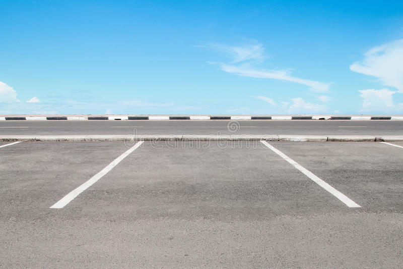 Aire de stationnement vide photographie stock libre de droits