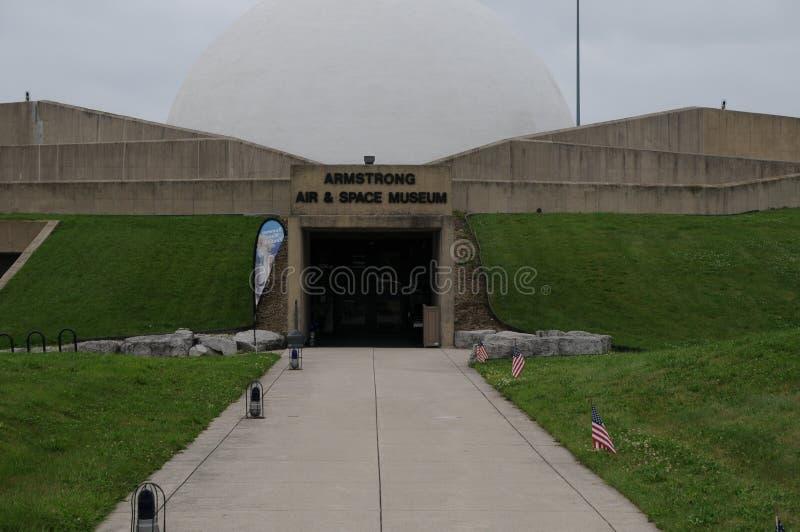 aire y spacemuseum de armstrong en Ohio fotos de archivo