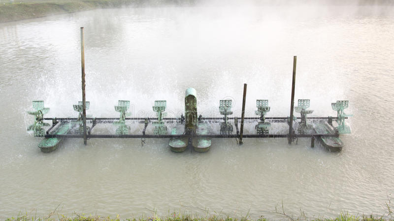 Aireación de la turbina en agua imagenes de archivo