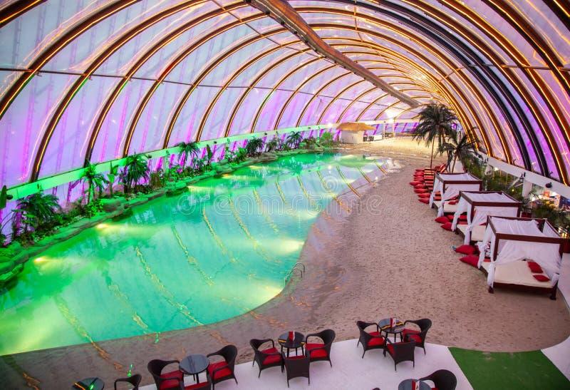 05 10 2011 aires de loisirs au parc d'aqua du centre de achat de culture de Khan-Shatyr, Nur-sultan, Astana ; Kazakhstan photographie stock libre de droits