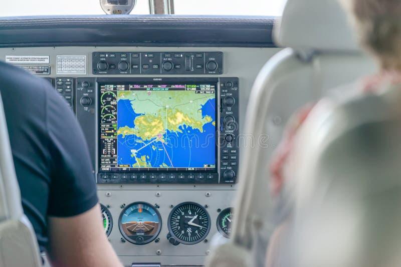 AIRLIE-STRAND, AUSTRALIË - AUGUSTUS 25, 2018: Cockpit van een klein vliegtuig klaar voor start De plaats is een beroemd uitgangsp stock afbeeldingen